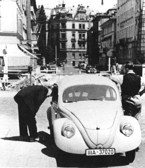 1937 VW vw-30 Fv B&W.jpg